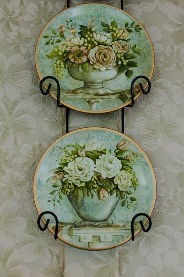 Décoration florale de mur de plat de vintage images stock