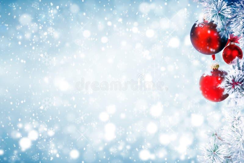 Décoration givrée de Noël de pin images stock