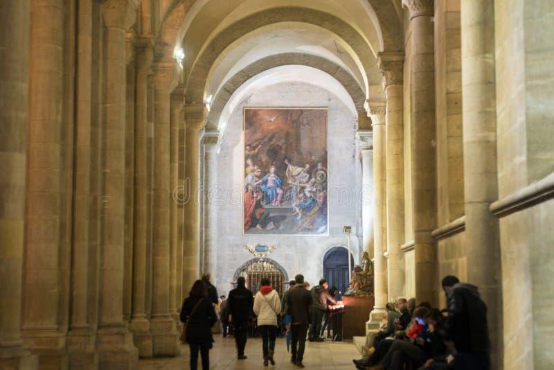 Décoration intérieure de piliers de cathédrale chrétienne image libre de droits