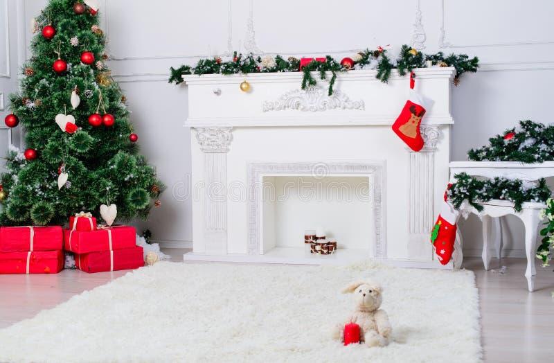 Décoration intérieure : Décoration intérieure W de salon de Noël photo libre de droits