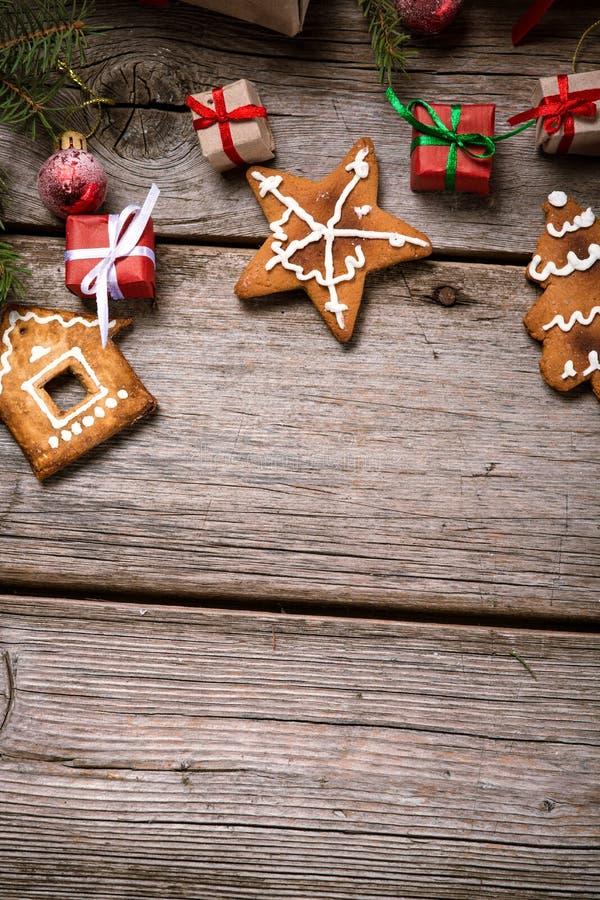 Décoration pendant Noël et la nouvelle année sur un fond en bois photo libre de droits