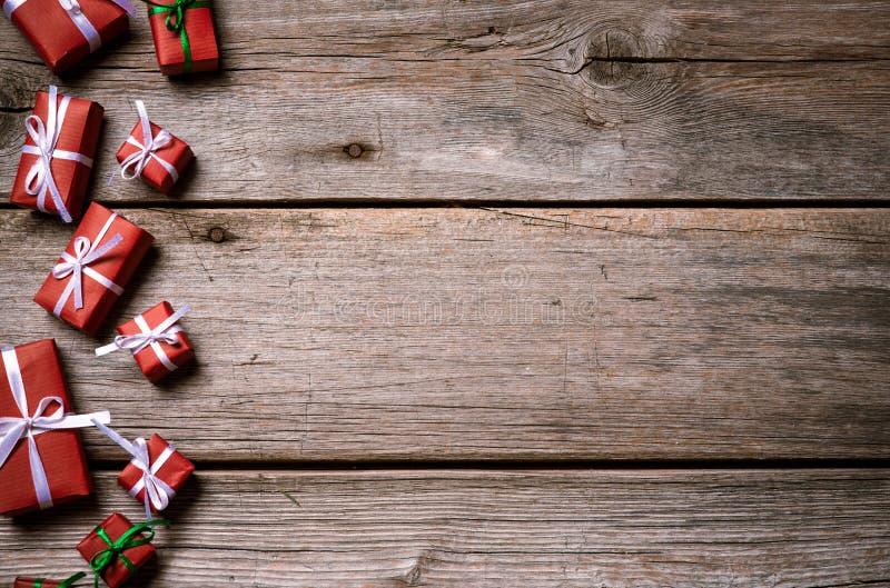 Décoration pendant Noël et la nouvelle année sur un fond en bois images stock
