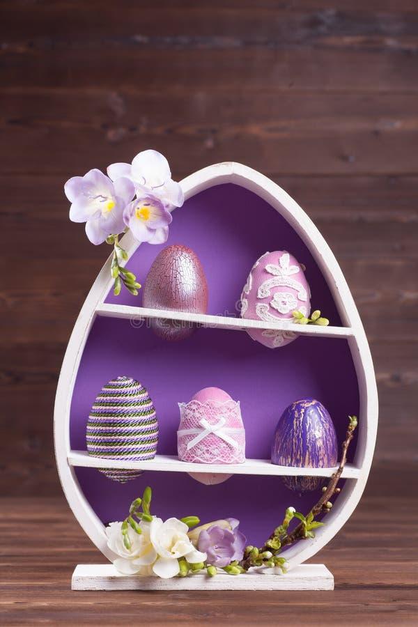 Décoration pourpre de Pâques photos stock