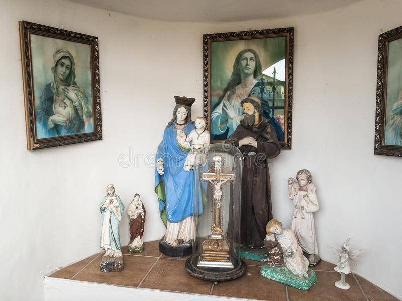 Décoration religieuse et sacrée dans l'église catholique et la chapelle chrétiennes images libres de droits