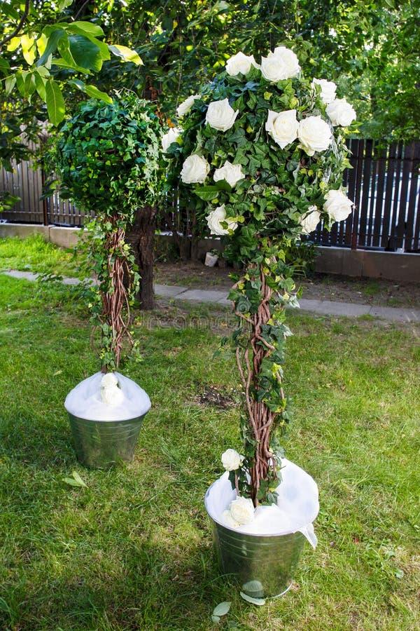 Décoration Renversante De Mariage Dans Le Jardin Image stock - Image ...