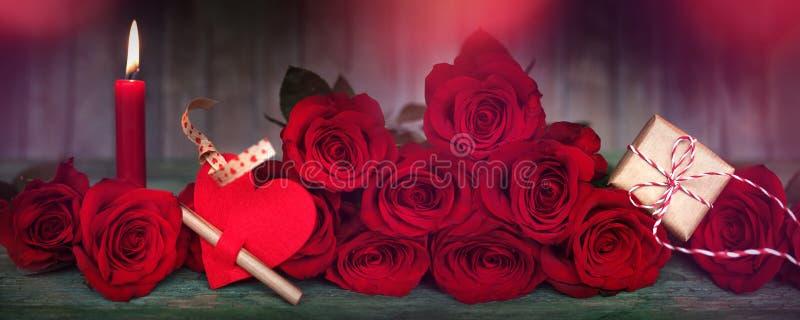 Décoration romantique pour le jour de valentines image stock