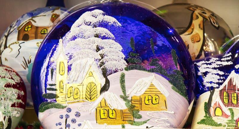Décoration traditionnelle pour les arbres de Noël sur les marchés de Santa Lucia, Bologne images stock