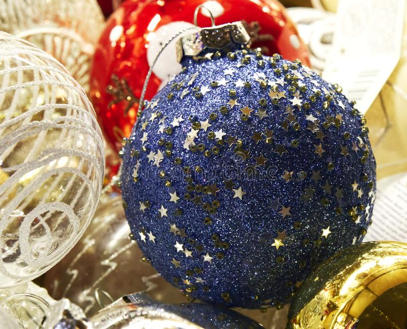 Décoration traditionnelle pour les arbres de Noël sur les marchés de Santa Lucia, Bologne images libres de droits