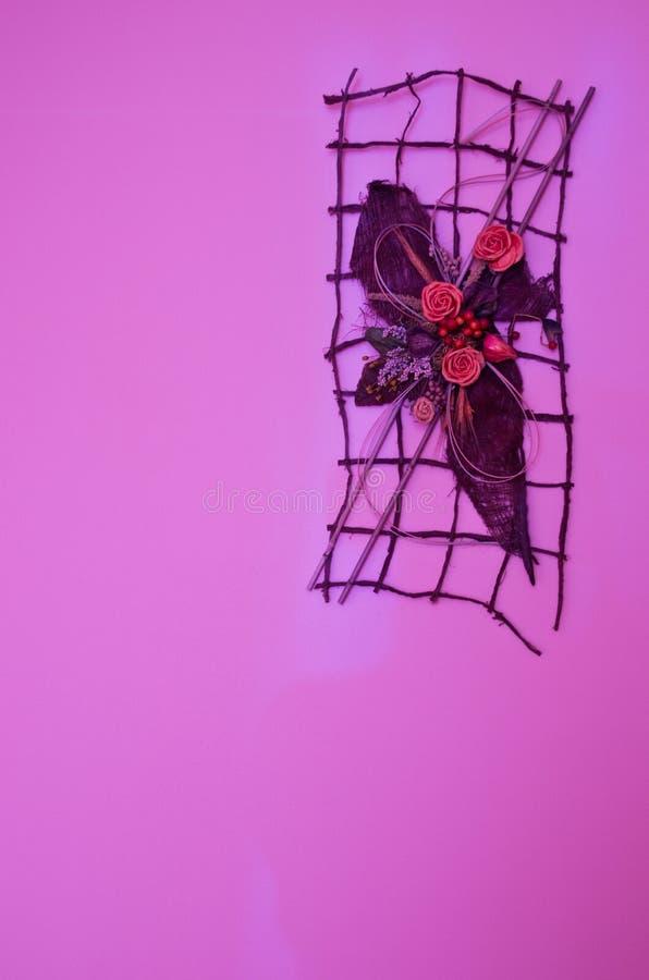 Décoration violette de mur photographie stock libre de droits
