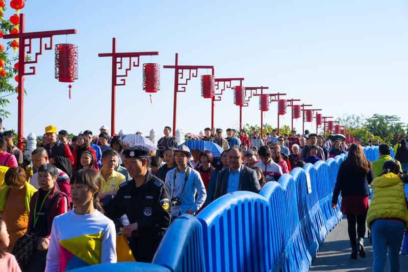 Décorations chinoises de nouvelle année en parc photos stock