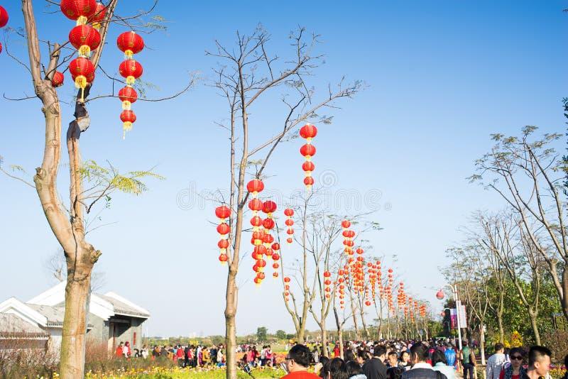 Décorations chinoises de nouvelle année en parc photo stock