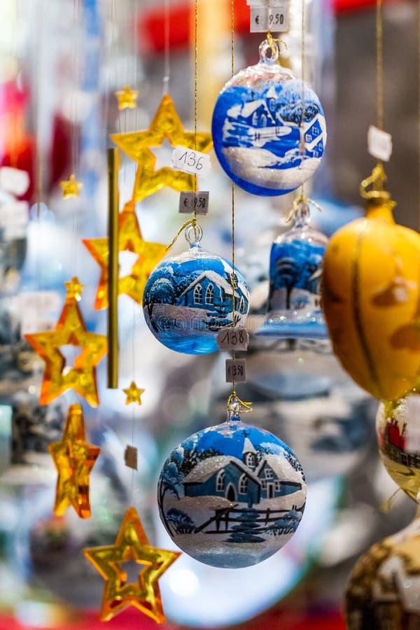 Décorations colorées assorties de Noël photographie stock libre de droits