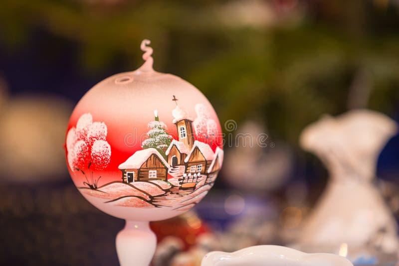 Décorations colorées sur le marché de Noël à Strasbourg, Alsa photographie stock libre de droits