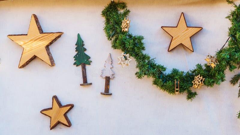 Décorations colorées sur le marché de Noël à Strasbourg, Alsa photographie stock