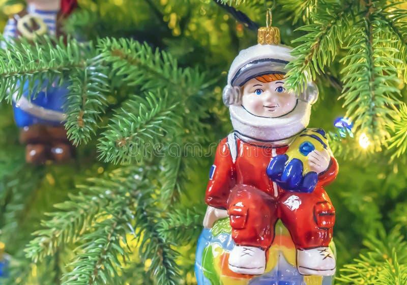 Décorations de Noël Astronaute la glace de Noël assaisonne des jouets traditionnels image stock