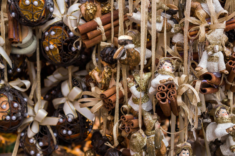 Décorations de Noël avec les bandes d'or photographie stock