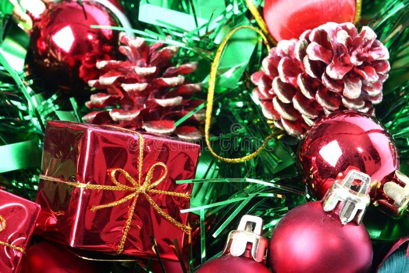Décorations de Noël dans le panier photos libres de droits