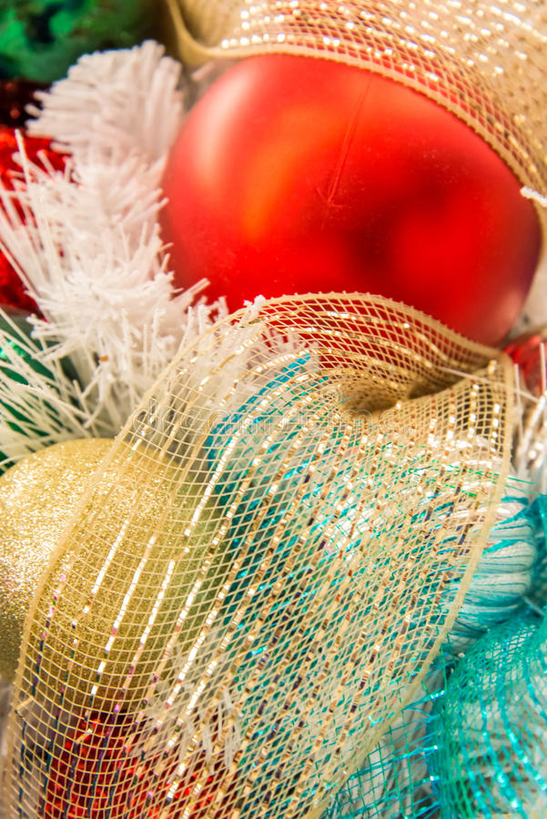 Décorations de Noël, ornements multicolores image libre de droits