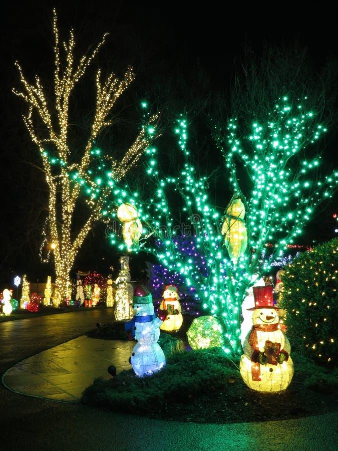 Décorations de Noël pendant la nuit image stock