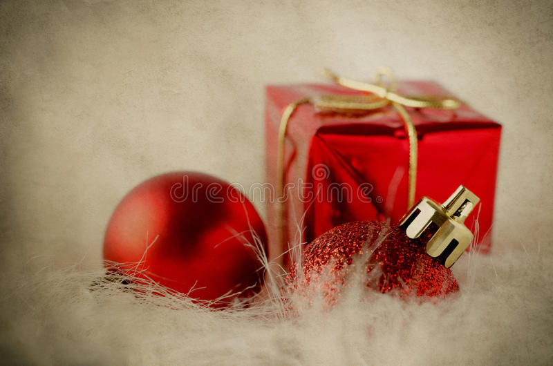 Download Décorations De Noël Sur La Fourrure - Vintage Image stock - Image du rouge, décorations: 45351973