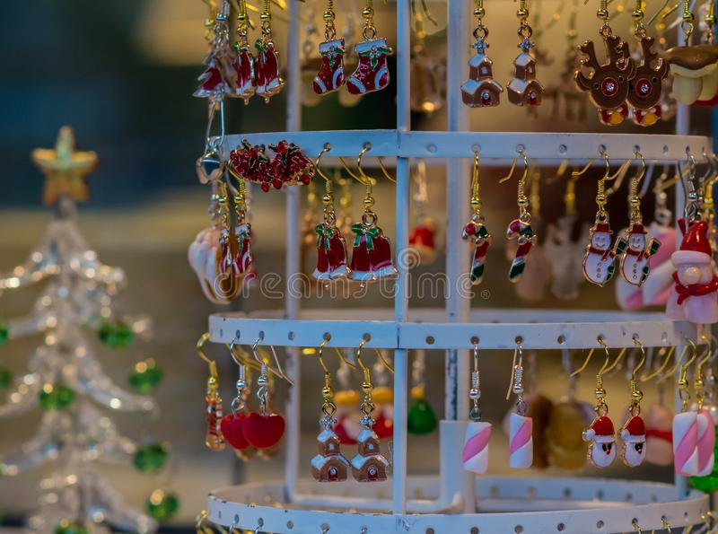 Décorations de Noël sur un marché l'Italie photos libres de droits