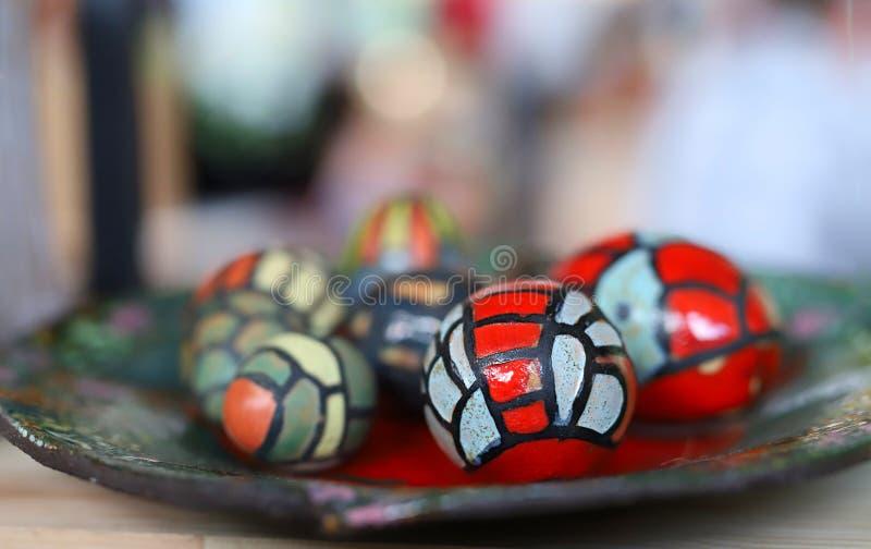 Décorations de Pâques sur un fond brouillé photographie stock