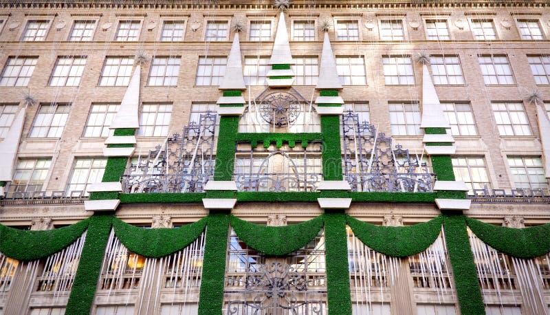 Décorations de vacances de Noël chez Saks Fifth Avenue photos libres de droits