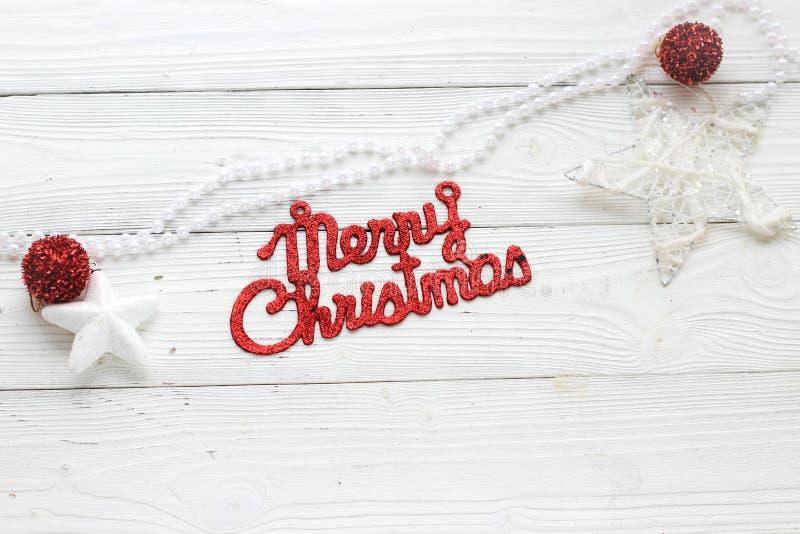 Décorations et inscription de vacances : Joyeux Noël image stock