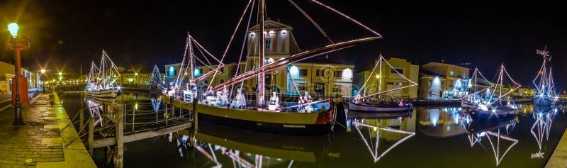 Décorations, lumières et Marine Crib de Noël photos libres de droits