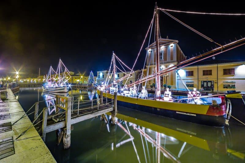 Décorations, lumières et Marine Crib de Noël photo libre de droits