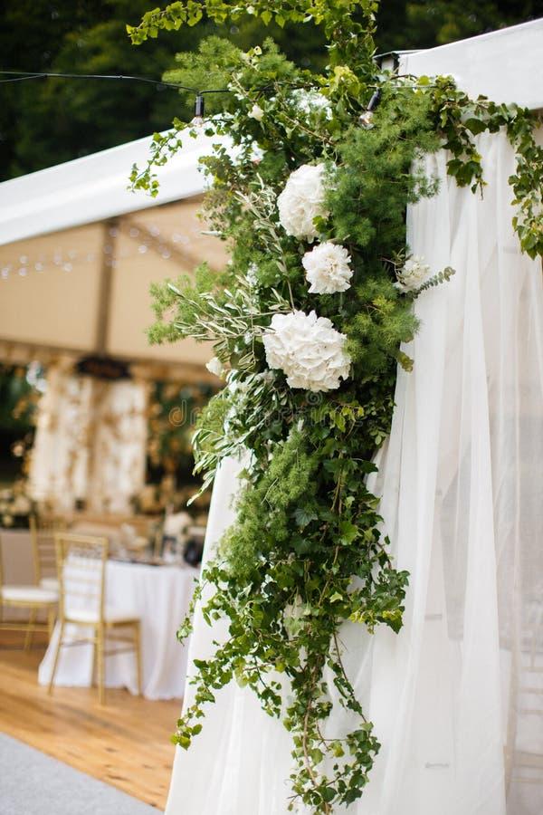 Décorations pour le banquet de mariage Fleurit le plan rapproché photos stock