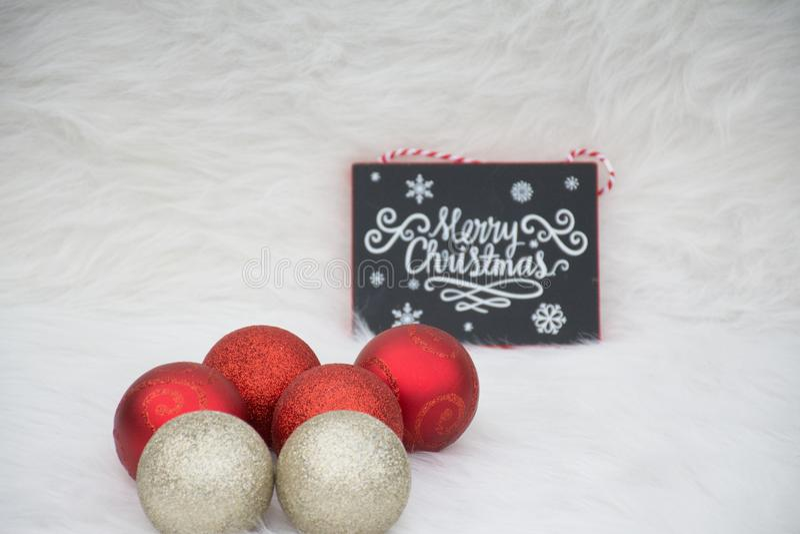 Décorations réglées pour des célébrations douces de Noël images stock