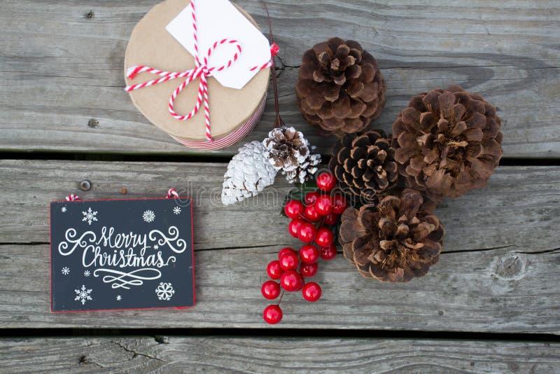 Décorations réglées pour des célébrations douces de Noël photos libres de droits