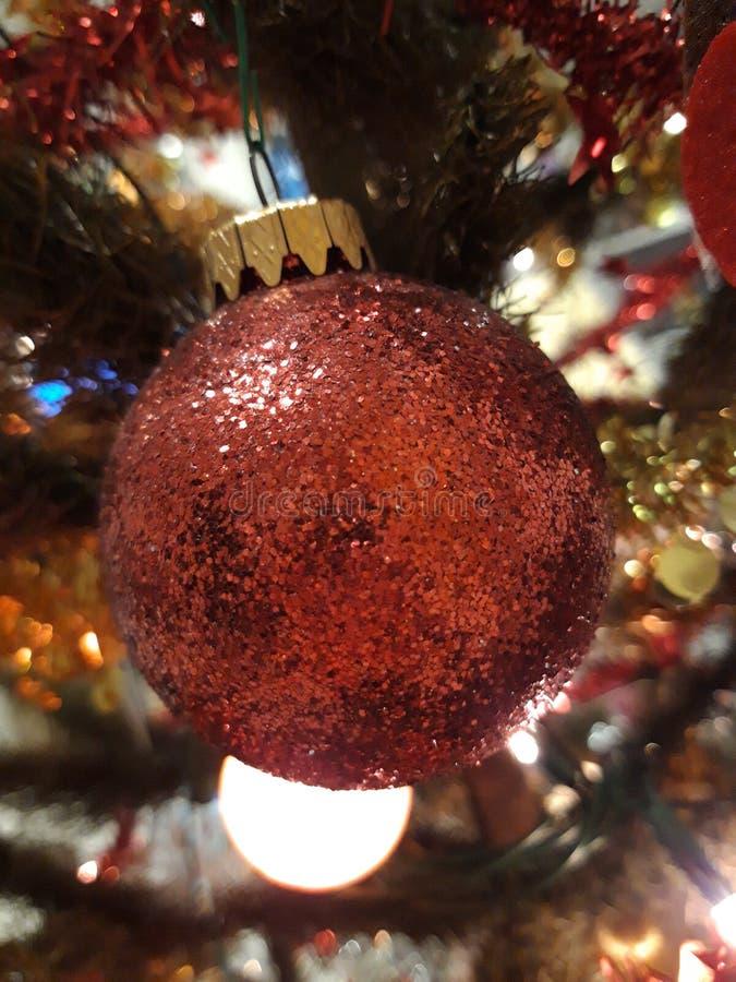 Décorations sur l'arbre de Noël photos libres de droits