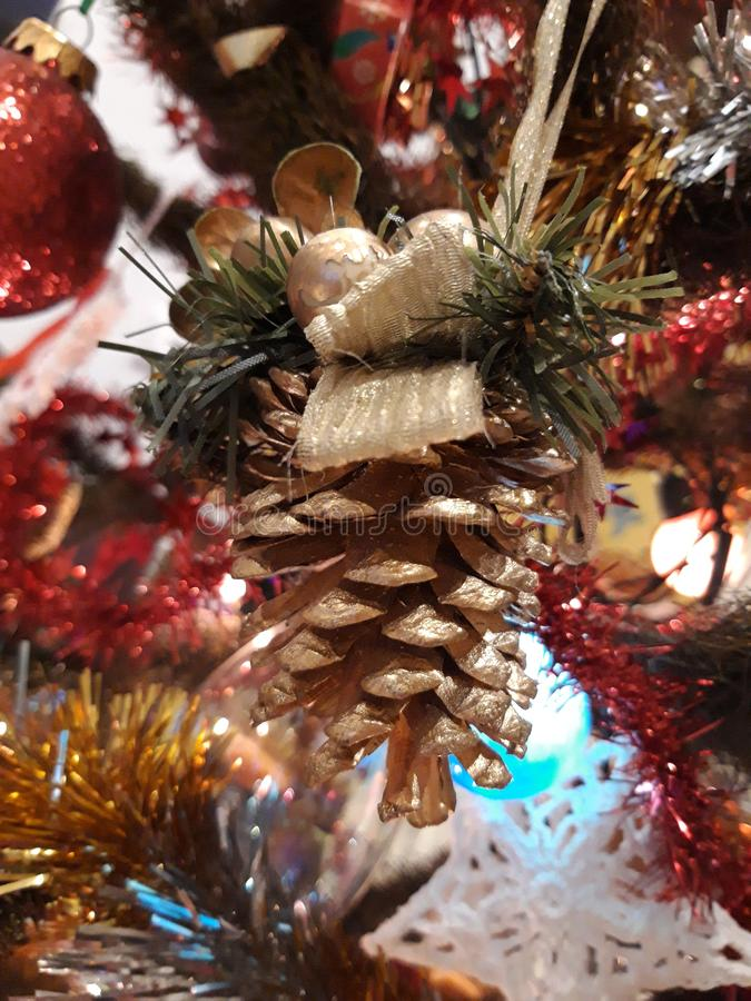 Décorations sur l'arbre de Noël photo stock