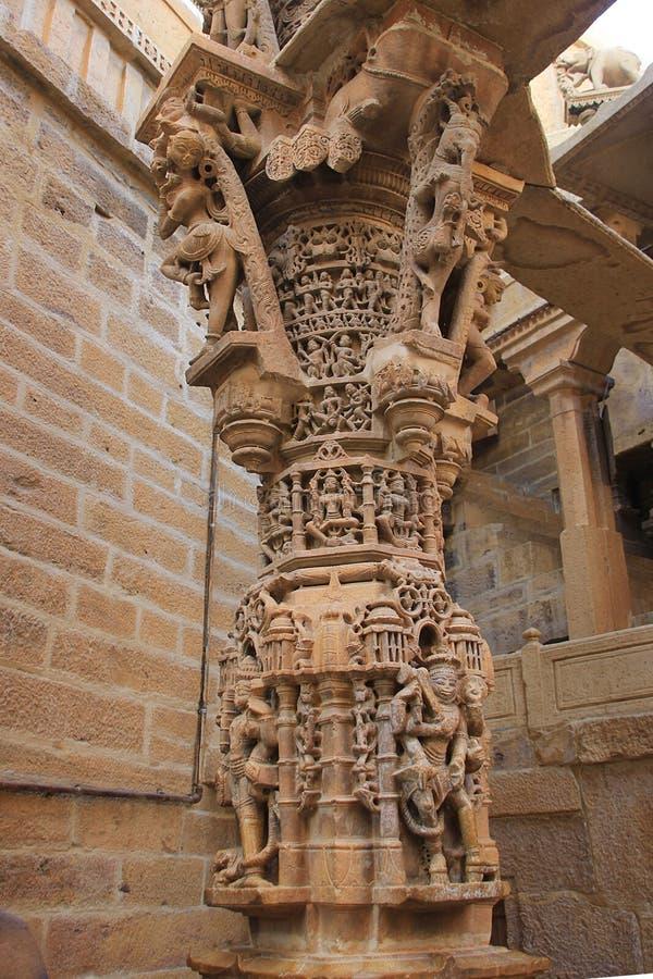 Découpage approfondi sur le pilier de marbre images libres de droits