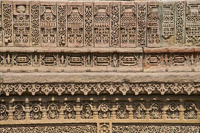 Découpage des détails du mur intérieur de Ni Vav Stepwell d'Adalaj, ou Rudabai Stepwell photographie stock