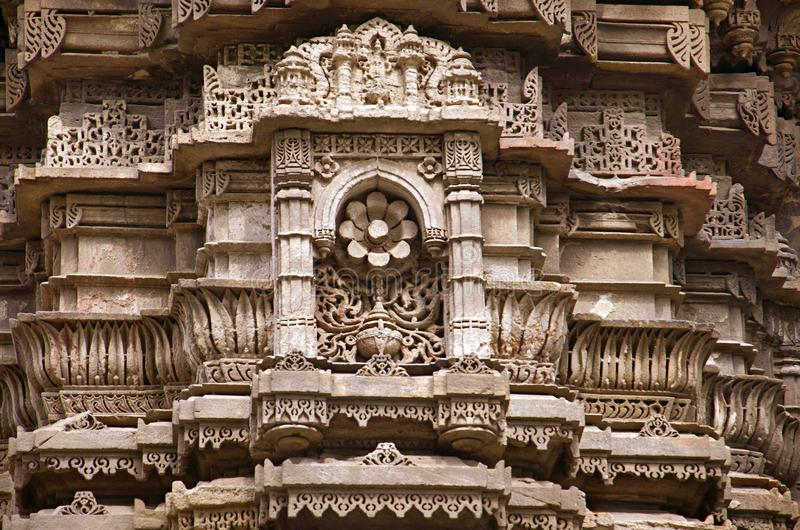 Découpage des détails sur le mur externe de Jhulta Minara, Ahmedabad, Goudjerate image libre de droits