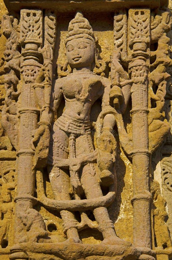 Découpage des détails sur le mur externe du temple de Sun En 1026-27 ANNONCE construite pendant le règne de Bhima I de la dynasti photos libres de droits