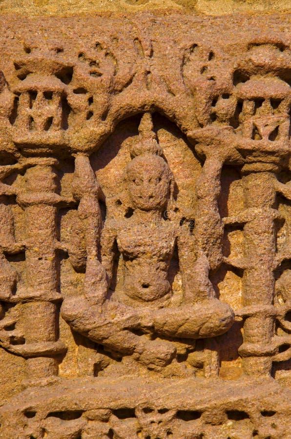 Découpage des détails sur le mur externe du temple de Sun En 1026-27 ANNONCE construite pendant le règne de Bhima I de la dynasti photos stock