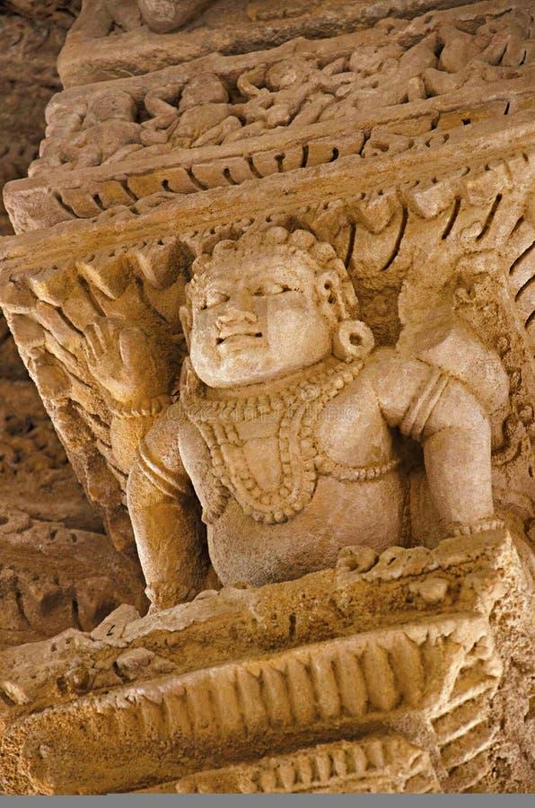 Découpage des détails sur le mur intérieur du temple de Sun En 1026-27 ANNONCE construite pendant le règne de Bhima I de la dynas image stock