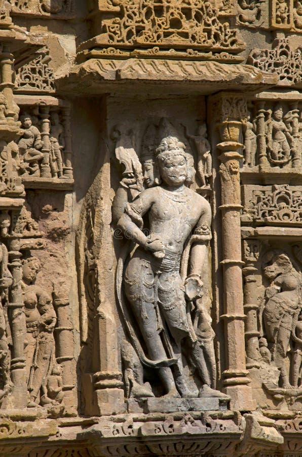 Découpage des détails sur le pilier du temple de Sun En 1026-27 ANNONCE construite pendant le règne de Bhima I de la dynastie de  photographie stock libre de droits