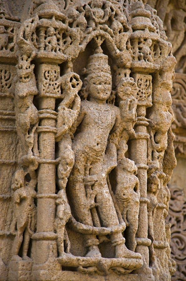 Découpage des détails sur le pilier du temple de Sun En 1026-27 ANNONCE construite pendant le règne de Bhima I de la dynastie de  photos stock