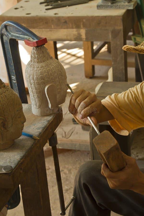 Découpage en pierre dans Siem Reap photographie stock