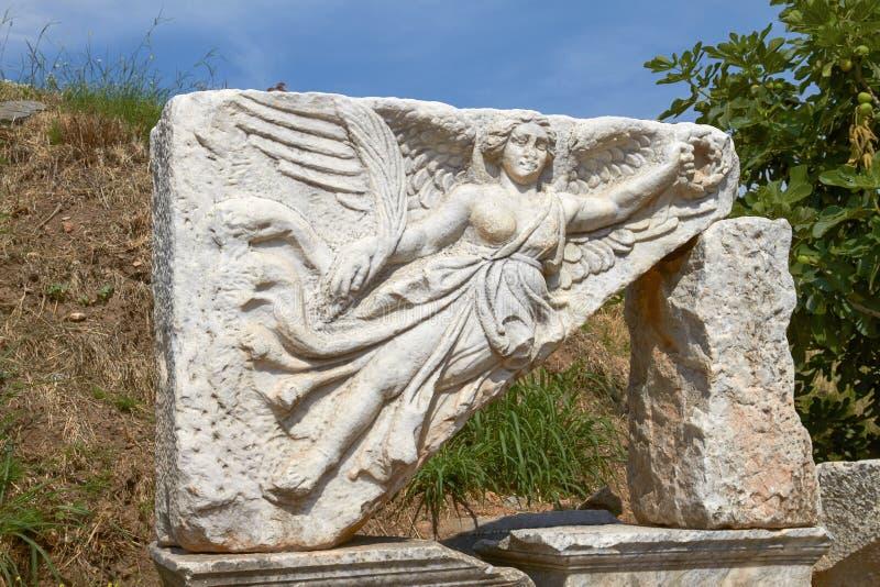 Découpage en pierre de la déesse Nike dans Ephesus antique Turquie photos stock