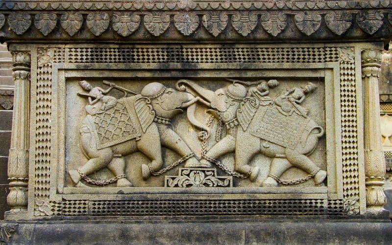 Découpage indien | Guerriers découpés sur l'éléphant images stock