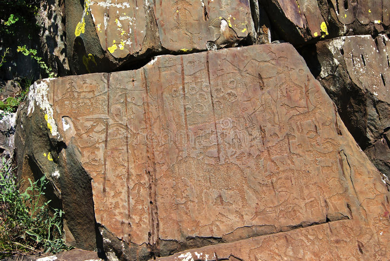 Découpages de roche de pétroglyphes photos stock