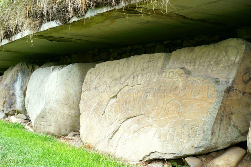 Découpages néolithiques sur des premières pierres photos stock