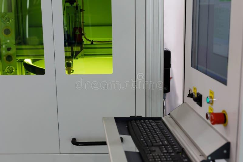 Découpeuse industrielle de laser de commande numérique par ordinateur image stock