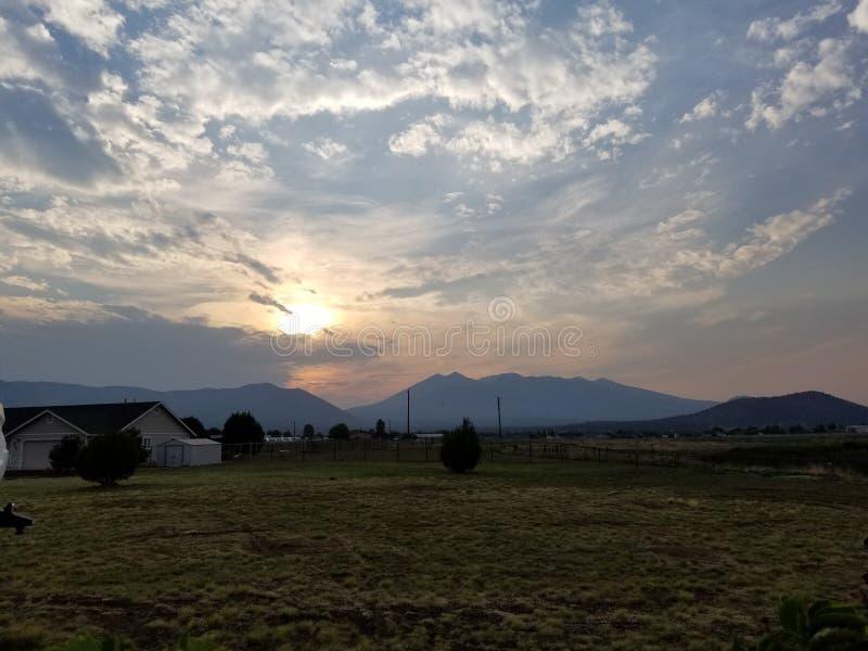 Découvrez les couchers du soleil de l'Arizona photo stock